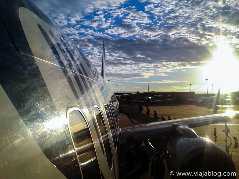 Bonita (a mí me gusta la foto) puesta de sol en el Aeropuerto de Dublín (Irlanda)