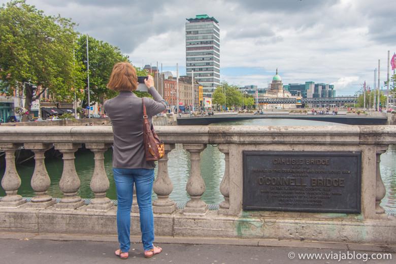 Fotografiando el Río Liffey desde el Puente O´Connell en Dublín