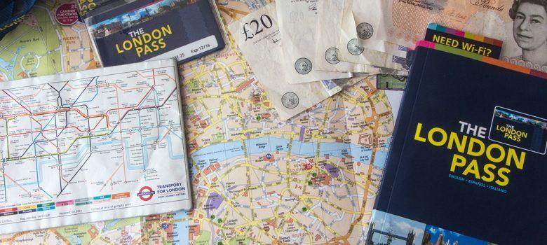 Tarjeta y Guía The London Pass sobre un mapa de Londres