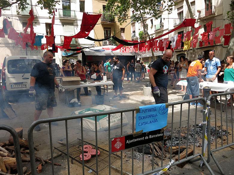 Butifarrada popular en la Plaza del Raspall