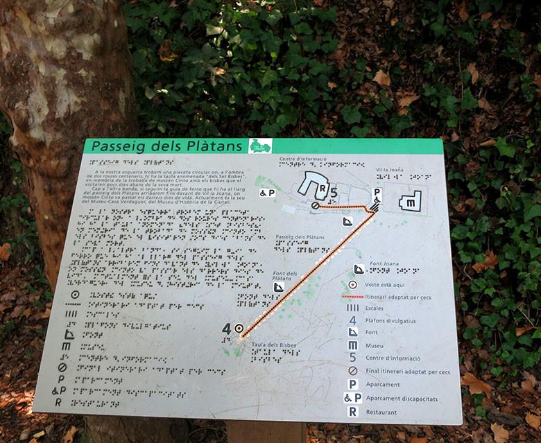 Señales explicativas del parque también disponibles en Braille. ¡Bravo!