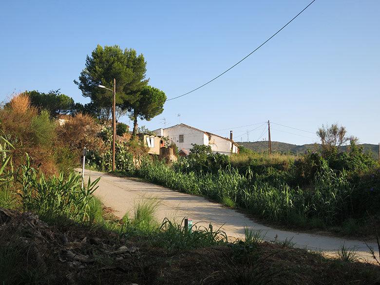 Una de las bonitas masias que encontramos por la serralada de Marina