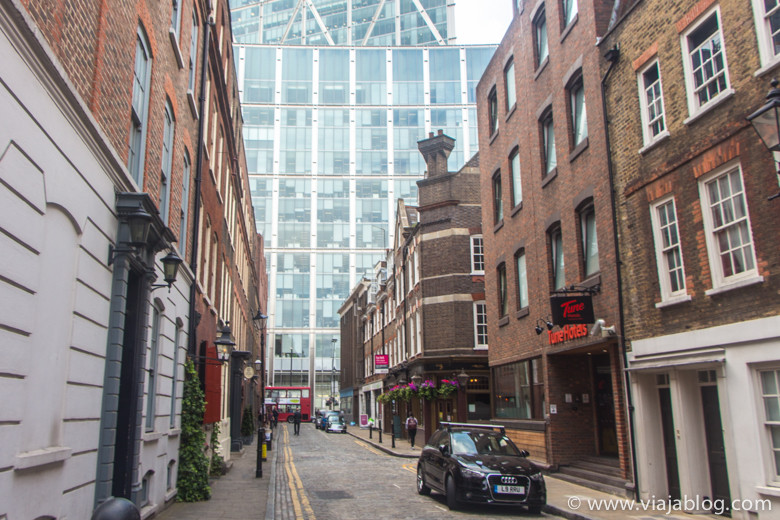 Folgate Street hacia Liverpool Street, Tune Hotel, Londres