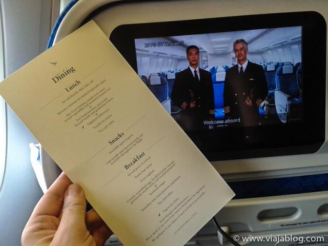 Cathay Pacific: pantallas táctiles, buena comida, USB, enchufes...