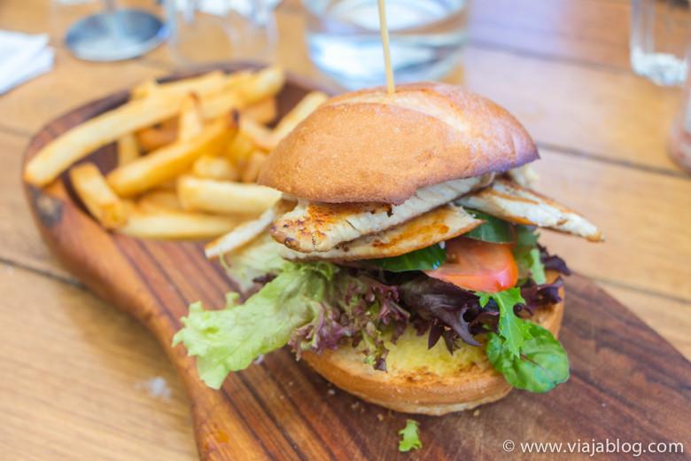 Hamburguesa de Barramundi, Waterfront Cafe, Sidney, Australia