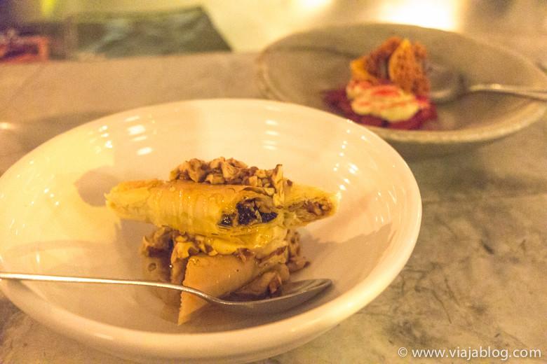 Canutillos de  hojaldre rellenos de pasta de nueces, miel y aceite de oliva, The Apollo, Sidney, Australia