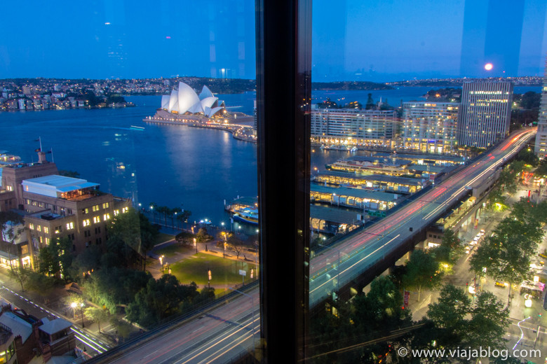 Vista lateral desde Full Harbour View Junior Suite, Four Seasons Hotel, Sidney, Australia