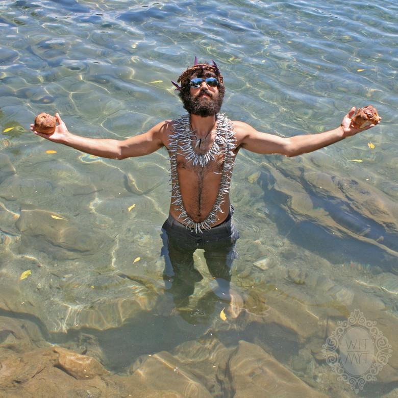 Ophir era confundido con Jesucristo en África y al final le hicieron unas fotos posando. Tremendo