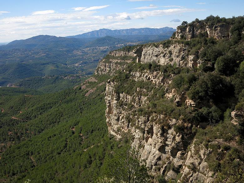 Vistas a Sant Llorenç y l'Obac desde los Cingles de Bertí