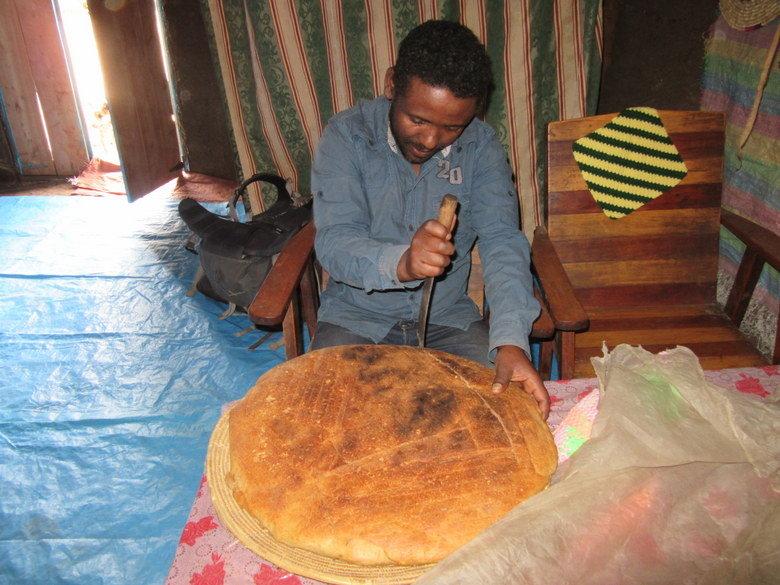 Mi guía me invitó a comer a su casa un buen pan casero