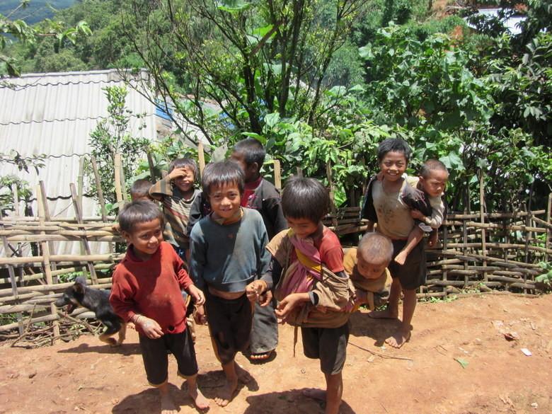 Los niños de las aldeas alrededor deKengtung