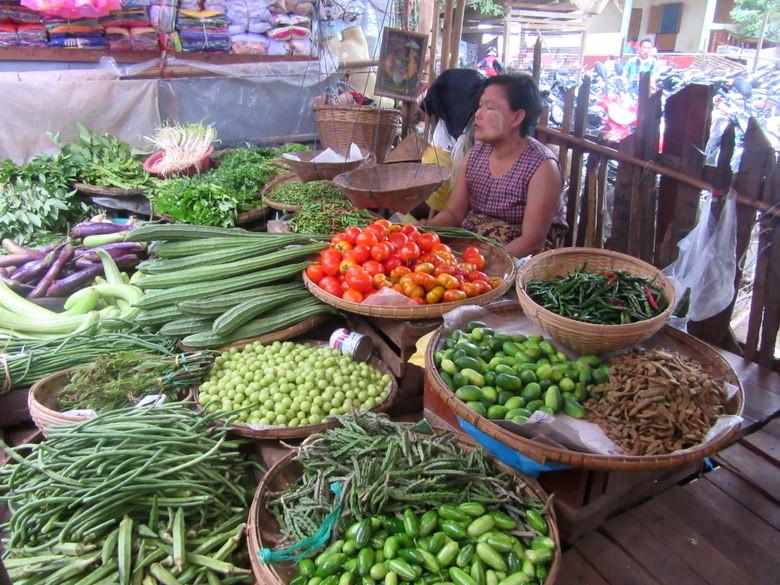 Verduras en el mercado de Kengtung