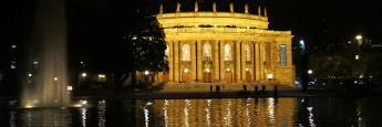 El Teatro de Stuttgart de noche