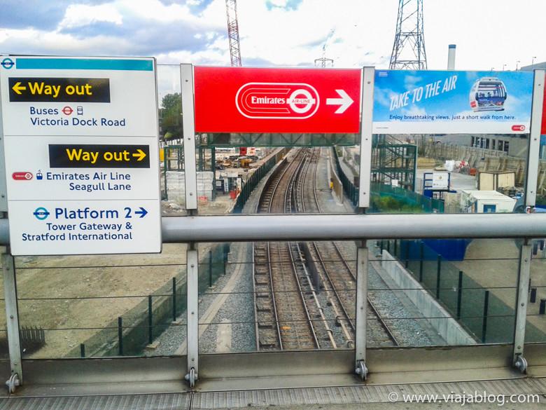 Dirección a Emirates Air Line desde DLR, Londres