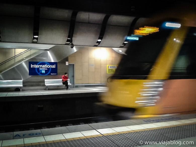 Tren en T1, Aeropuerto de Sidney, Australia