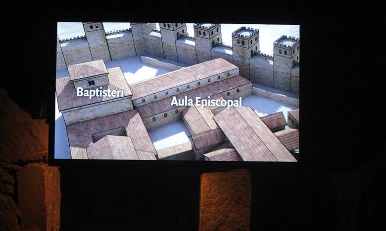 Pantallas audiovisuales a lo largo de la pasarella del estrato romano