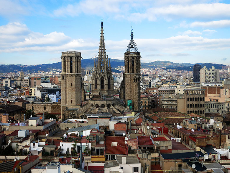 Vistas a la cercana Catedral de Barcelona