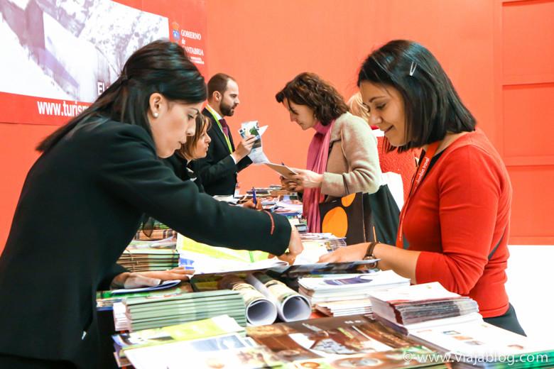 Buscando información en FITUR, Feria Internacional de Turismo, Madrid