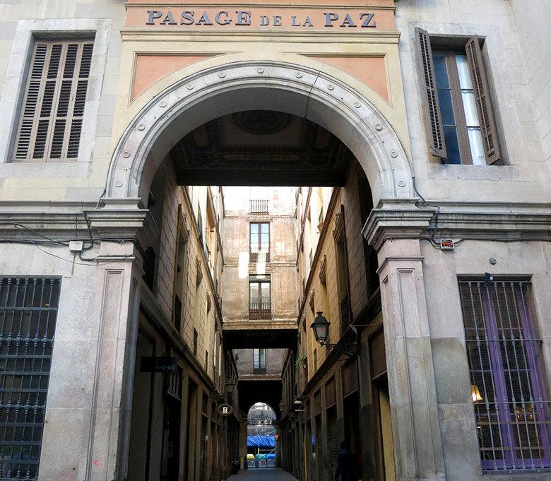 El curioso Pasage de la Paz en Barcelona