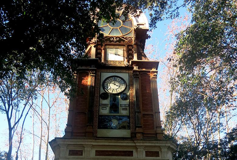 En el parque Ca l'Arnús se levanta un reloj de gran valor que fecha del 1883