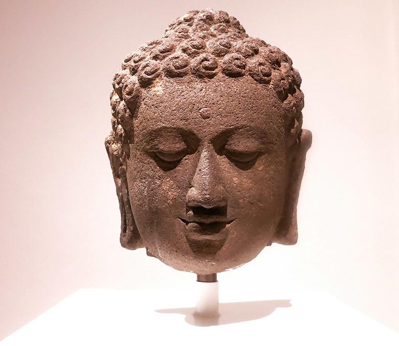 cabeza-buda-museo-asia