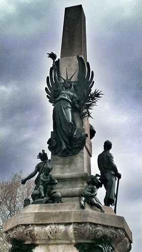 estatua-libertad-arc-triumf