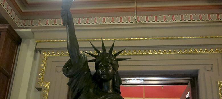 estatua-libertad-barcelona