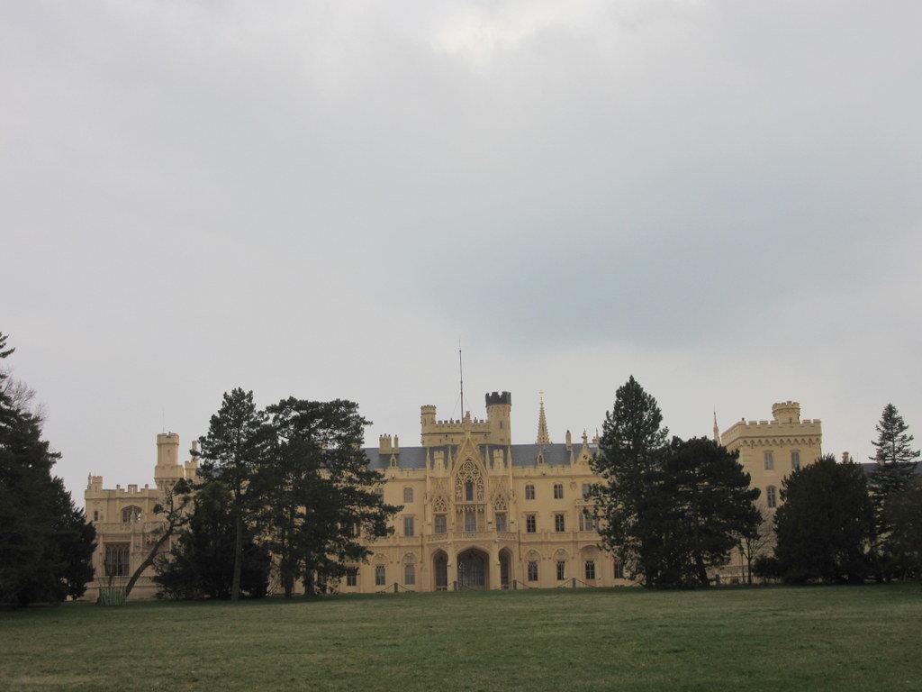 castillo-lednice-jardin