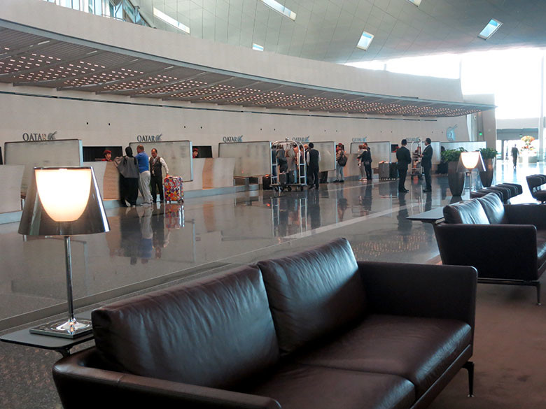Zona de check in para clase business en el aeropuerto de Doha