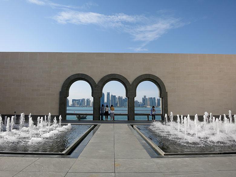 Vistas al skyline de Doha desde el museo de la cultura