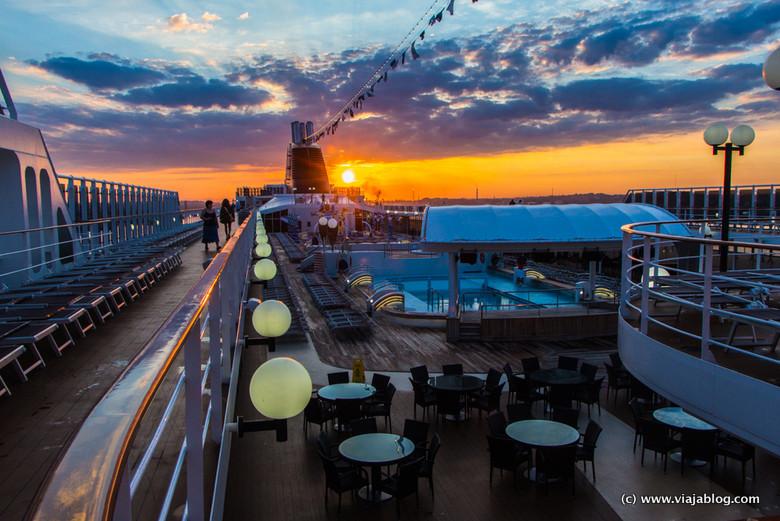 Amanecer a bordo de un crucero por el Caribe en el MSC Opera