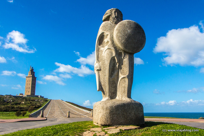 Estatua de Breogán en Torre de Hércules Coruña