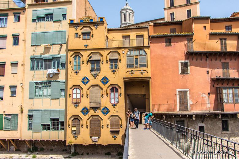 La Casa del Señor Gómez y el acceso por el puente al casco antiguo