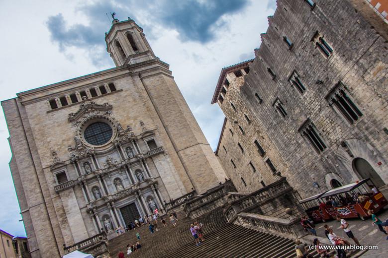 Imponente escalinata de subida a la Catedral de Gerona