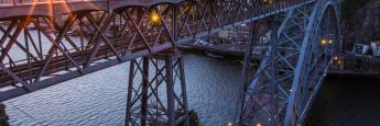 Puente Don Luis I a la puesta de sol, Oporto, Portugal