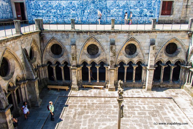 Vistas del Claustro de la Catedral de Oporto, Portugal