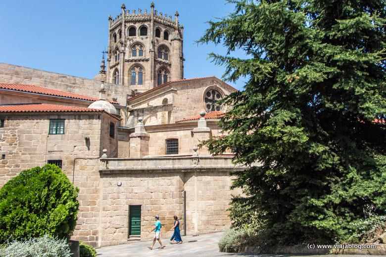 Catedral de Orense desde Plaza del Corregidor, Galicia
