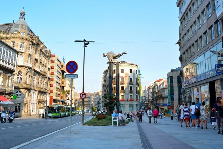 Puerta del Sol con el Sireno en el centro. Vigo (Galicia)