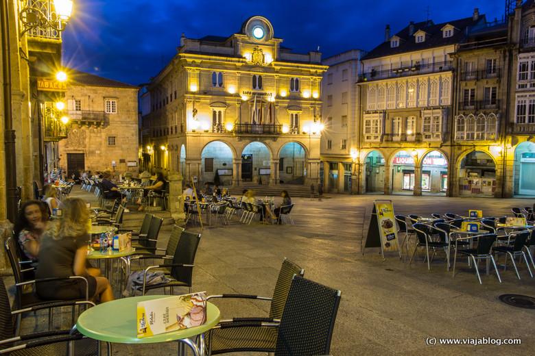 Terrazas en Plaza Mayor de Orense, Galicia
