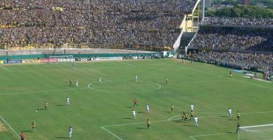 Nacional v Peñarol en el Estadio Centenario de Montevideo