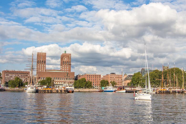 Ayuntamiento de Oslo, Noruega y sus torres gemelas