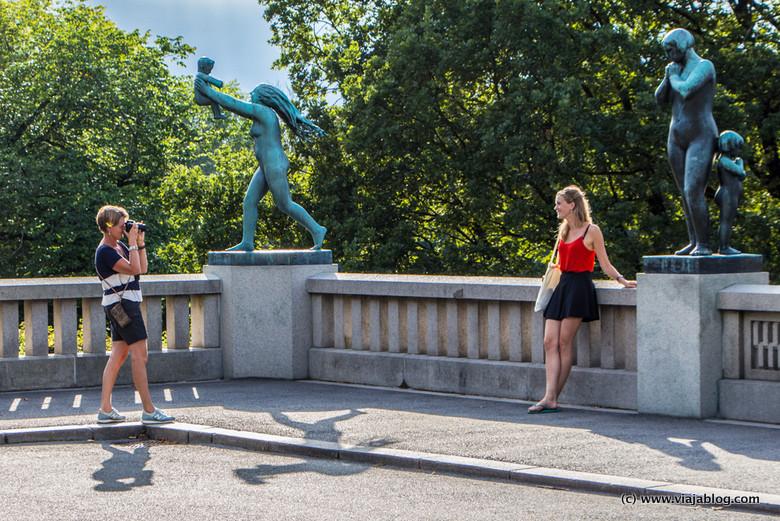 Disfrutando el Parque Vigeland, Oslo, Noruega