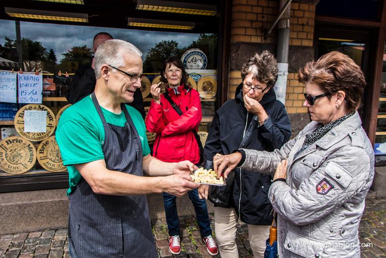 Probando los quesos de Ost-Anders, tour gastronómico, Gotemburgo, Suecia