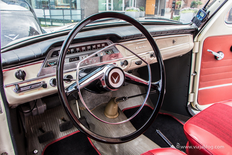 Interior Volvo PV 544, Time Travel Sightseeing, Gotemburgo, Suecia