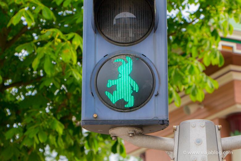 Divertido semáforo, acceso al Parque Liseberg, Gotemburgo, Suecia