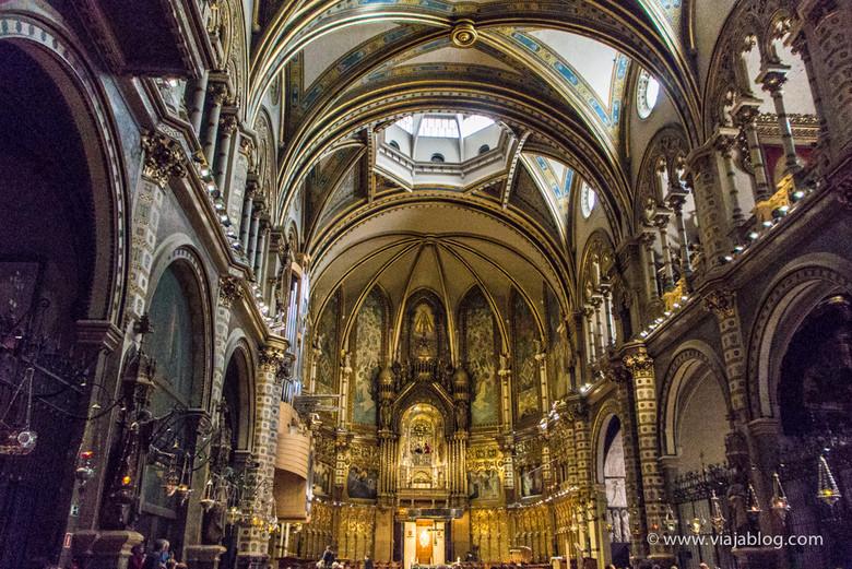 Interior de la Abadía de Montserrat, Cataluña