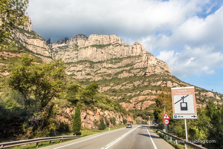 Arriba a la izquierda, el Monasterio de Montserrat, Cataluña