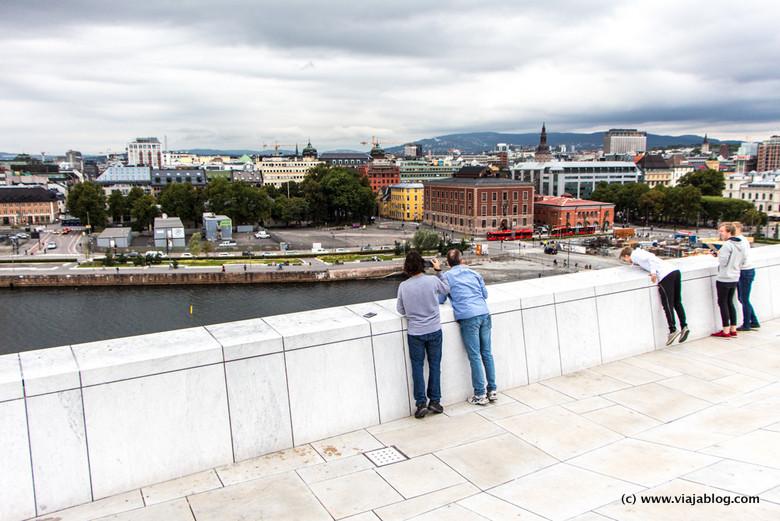 Vistas desde el tejado de la Ópera de Oslo, Noruega