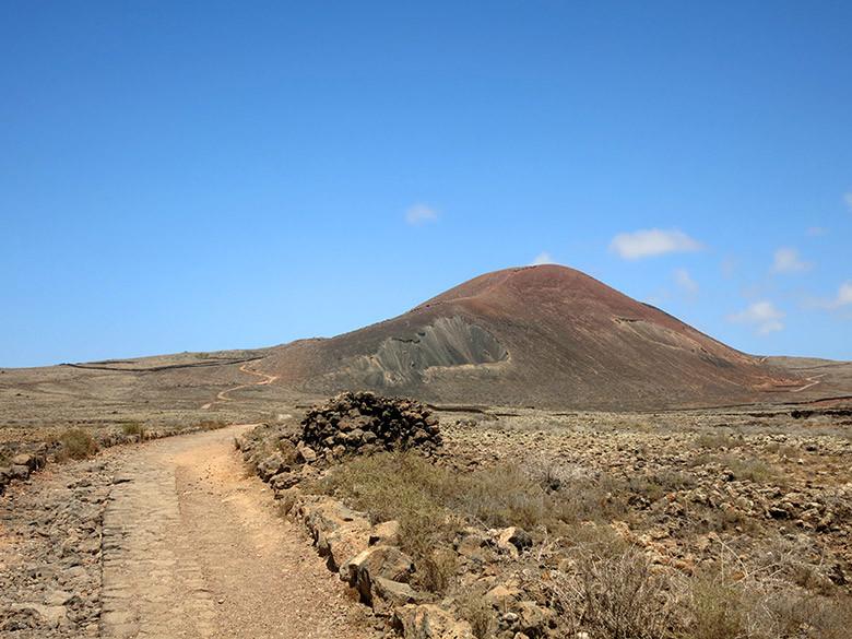 Inicio del sendero al volcán desde Lajares