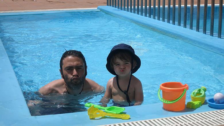La piscina del apartamento hotel en Corralejo